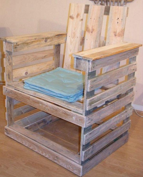 chaise ou fauteuil en palette creation palette. Black Bedroom Furniture Sets. Home Design Ideas