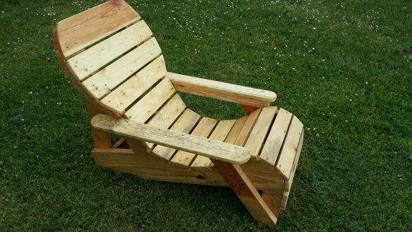 chaise longue fabriqu avec de la palette de r cup ration. Black Bedroom Furniture Sets. Home Design Ideas