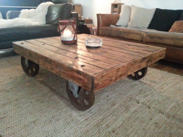 table basse sur roue