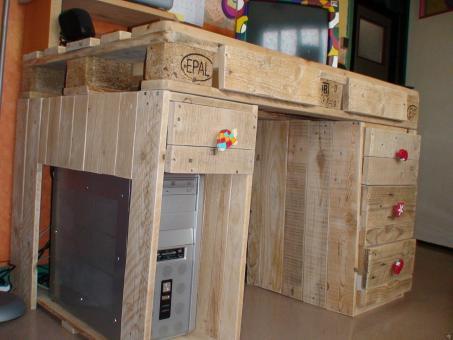 bureau en palette creation palette. Black Bedroom Furniture Sets. Home Design Ideas