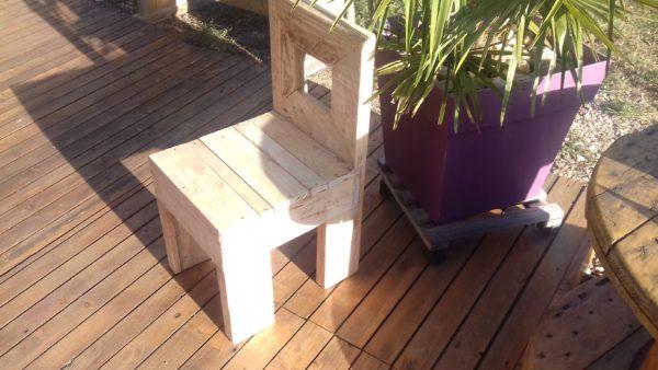 chaise enfant en bois de palette