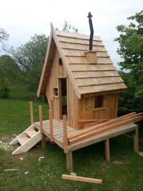 petite maison pour enfant en palette
