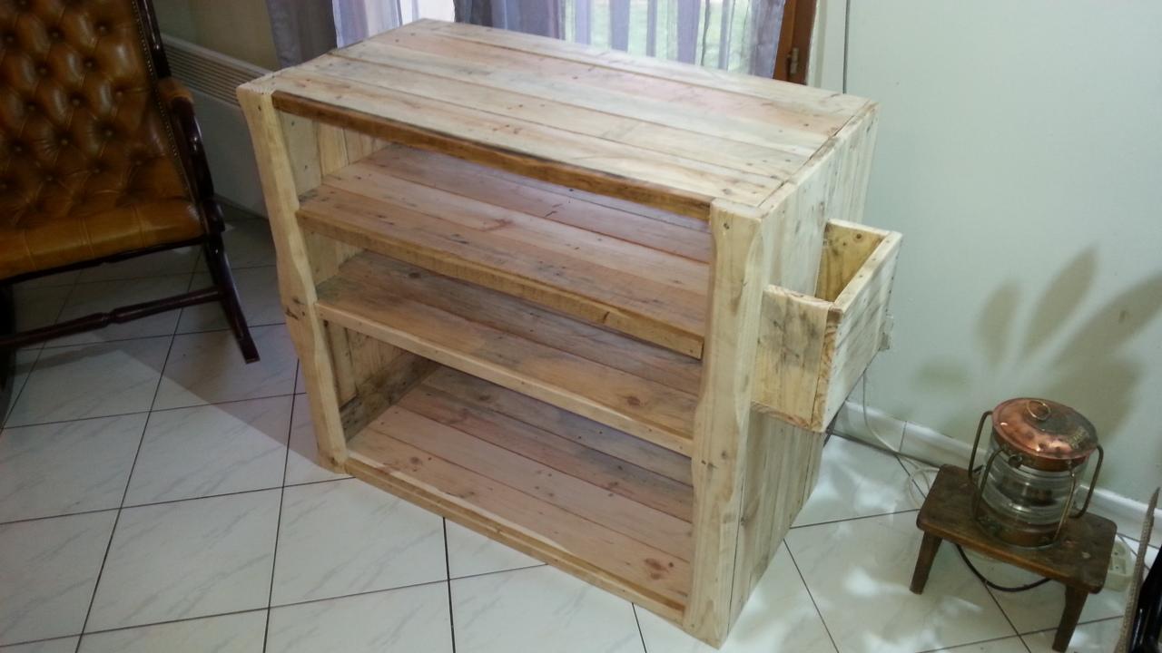 Petit meuble de salon en palette creation palette - Construction de meuble en palette ...